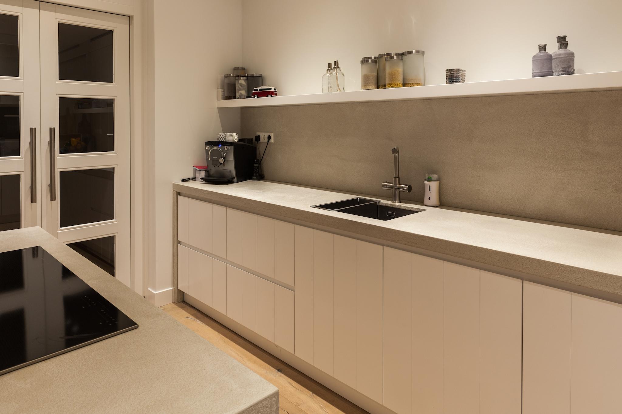 Rough concrete keukenblad grezzo - Moderne keuken kleur ...
